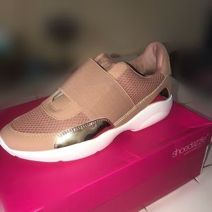 Brand new women's sneaker!!!